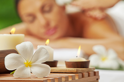an introduction to proper cleaning and massage of the face Get a parlour like face clean up at home in 20 minutes dailybhaskar take an ice cube and gently massage it on the face in get a parlour like face clean up.
